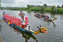 Tradiční závody dračích lodí v Bohumíně.
