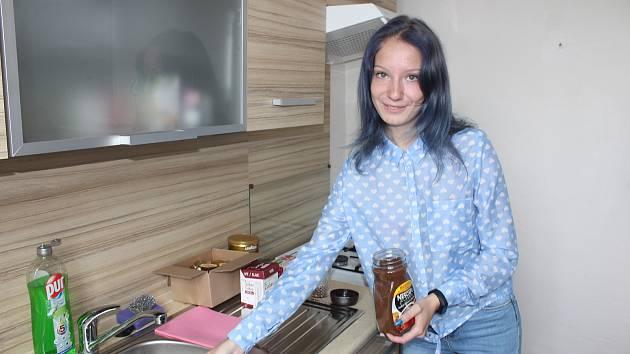 V Havířově a Karviné v současnosti funguje 12 tréninkových bytů, v nichž žijí mladí, kteří opustili dětské domovy  a zvykají si na samostatný život. Jednou z nich je i Michaela Bačová.