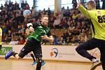 Trojice karvinských hráčů se zúčastní reprezentační akce. Na snímku Jan Užek.