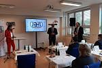 Společnost Jäkl Karviná patřící pod AMTP investuje do nových strojů a technologií. Chce také oživit své logo coby značku kvality. Na prezentaci dorazil i poslanec PČR Tomáš Hanzel.