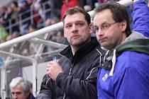 Tomáš Potěšil na střídačce Havířova. Vpravo vedoucí mužstva Tomáš Matějek.