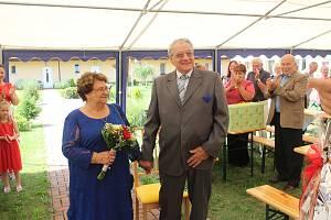 Manželé Krajčovi oslavili v Senior parku v Rychvaldu svou diamantovou svatbu.