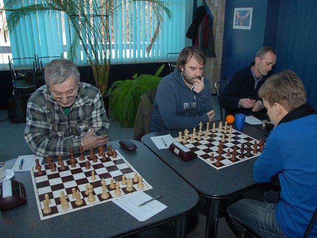 Josef Lys (na snímku vlevo) v Opavě remizoval s Radimem Černínem.