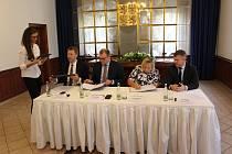 Na zámku v Havířově bylo ve čtvrtek 26. 10. 2017 podepsáno memorandum mezi městy Havířovem a Karvinou a společností Veolia o stavbě třídírny a následném využití komunálního odpadu.