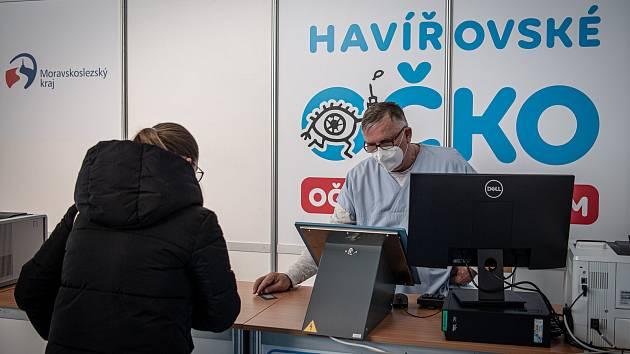Velkokapacitní očkovací centrum v Městské sportovní hale Slávie v Havířově.