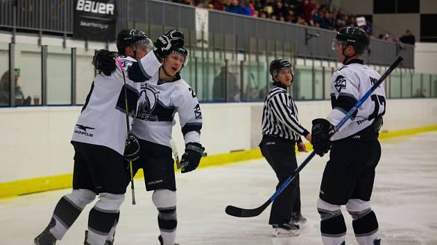 Radost Wolves byla oprávněná. Hokejisté letos vyhráli krajskou ligu!