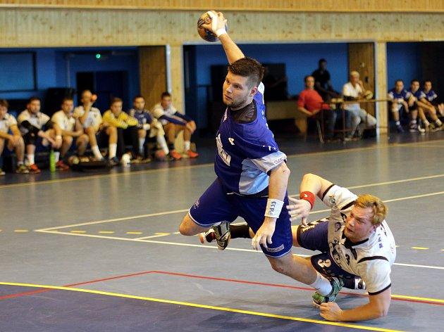Hráči MHK Karviná (v modrém) si poradili s béčkem extraligové Litovle.