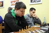 Eneasz Wiewiora (v popředí) patří k nejúspěšnějším hráčům českotěšínského týmu. Má 80% úspěšnost.