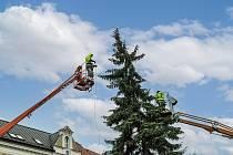 Instalace vánoční výzdoby v Bohumíně.