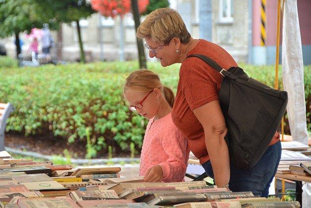 Knihy na dovolenou seženou lidé vBohumíně už za pětikačku.