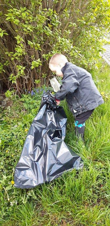 Jiříček s rodinou pomáhají chránit přírodu.