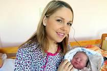 Na snímku Jan Benkovič v náručí maminky,
