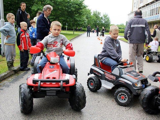 Den dětí v lázeňském parku.