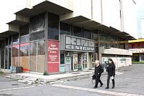 Nevábně působí okolí kina Centrum v Karviné i venkovní prostory samotné budovy. Pokud vše půjde dobře, na podzim začne rekonstrukce, která vše zlepší.