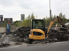 Oprava mostu u šachty Jan Karel na Ostravské ulici v Karviné.