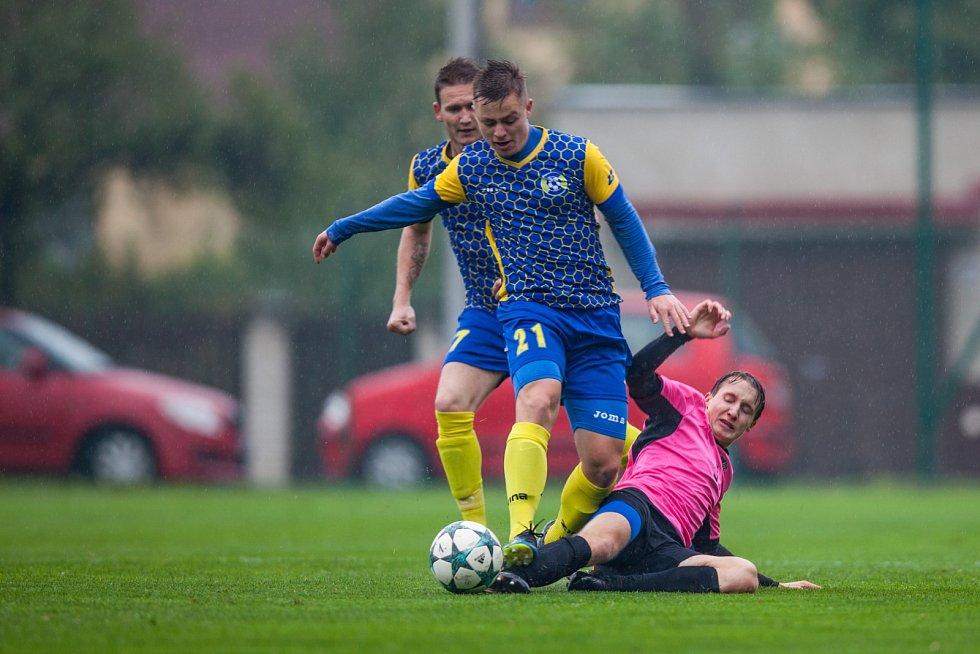 Divizní derby Bohumín - Havířov (v růžovém).