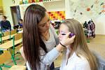 Přípravy na soutěž o nejšikovnější a nejvtipnější středoškolačku Karvinska Miss Karkulku 2015, focení finalistek.