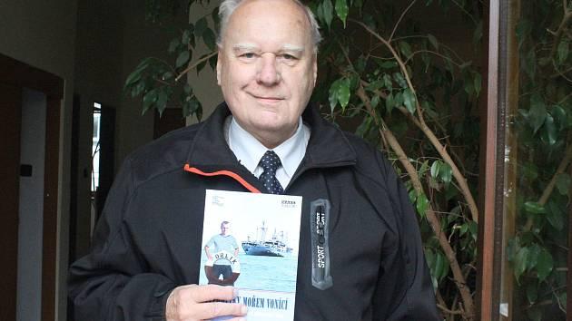 Bývalý karvinský soudce Igor Gabler sepsal knihu vzpomínek na svá námořnická léta.