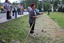 Stovky lidí přivítala v sobotu odpoledne do Stonavy tradiční pouť. Kromě klasických kolotočů a dalších pouťových atrakcí byl v parku místního PZKOpřipraven program pro děti, proběhl také již 4. ročník soutěže v kosení trávy, kterého se zúčastnilo deset od