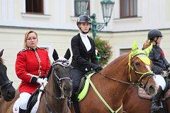 V Karviné se dnes konala historicky první Hubertova jízda. Na náměstí se sešla stovka koní a jezdců z celého okresu i Polska.