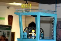 Model těžní věže havířovského Dolu Dukla ve stálé expozici, instalované ve Společenském domě, věnované hornictví.