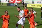 Z utkání posledního kola základní části Karviná - Mladá Boleslav (v oranžovém).