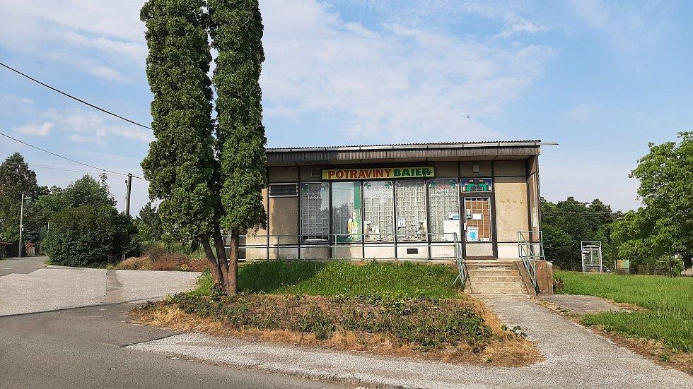 Orlová-Město. Lazy, uzavřená samoobsluha.