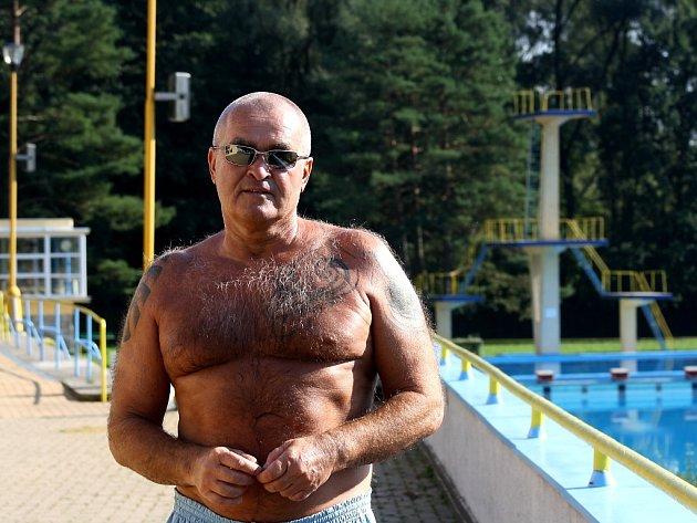 Jindřišek Dolanský slouží na havířovském koupališti jako lékař už mnoho let.