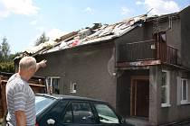 V Bohumíně vítr odnesl střechu z domu.