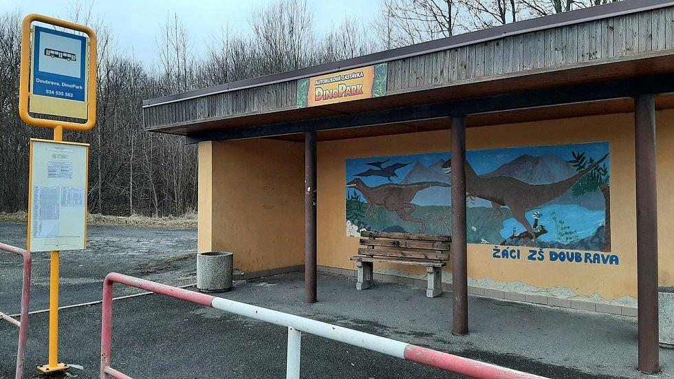 Doubrava. autobusová zastávka před šachtou, která už není