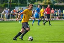 Kapitán Těšína Michal Sostřonek má kolem sebe mladíky, kteří se učí prosazovat v dospělém fotbale.