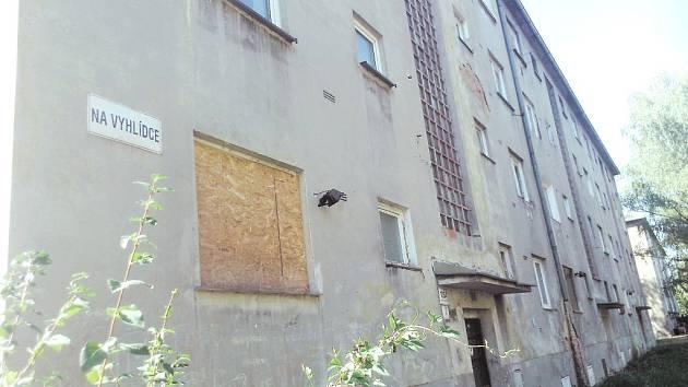 Dům, kde nikdo nechce bydlet. Vybydlený dům chce nechat radnice zbourat.