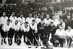 Hokejové mužstvo AZ Havířov v roce 1969.