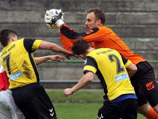 Fotbalisté Orlové (v červenobílém) porazili doma Rosice.