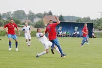 Petrovice (v bílém) podlehly v poháru Vítkovicím 0:1.