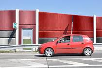 Ukradené bezpečnostní dveře u dálnice v Bohumíně.