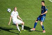Fotbalisté Karviné (v bílém) získali tři body, když porazili Jihlavu 2:0.