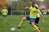 Pavel Šuster (ve žlutém) odehrál stejně jako celý tým Stonavy výtečný zápas.
