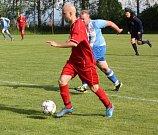 V době naší návštěvy se hrál poslední zápas okresního přeboru. Domácí (v modrém) hráli s Loukami.