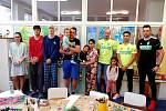 Trojice karvinských prvoligových fotbalistů navštívila děti hospitalizované v karvinské nemocnici a přinesla jim dárky.
