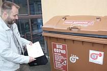Vedoucí odboru komunálních služeb havířovského magistrátu Jiří Revenda u kontejneru na bioodpad.