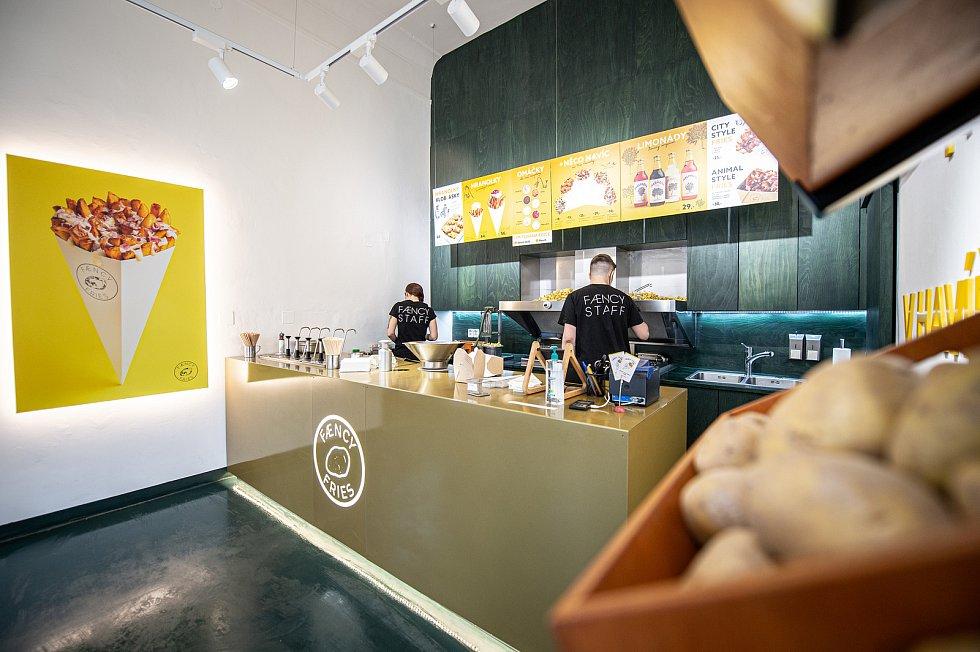 Street food koncept Faency Fries, 17. května 2021 v Havířově.