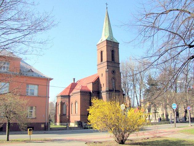 Pohled na evangelický kostel v dubnu 2012.