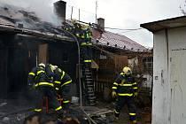 Zásah hasičů při požáru finského domku v Horní Suché.