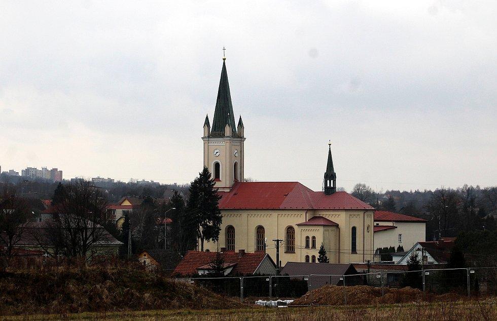 Dětmarovice.  Pohled na kostel z Něbrojova kopce.