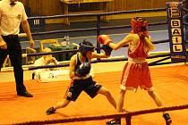 Na mistrovství boxovaly také dívky.