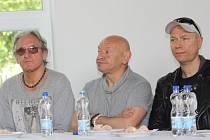 Ve fryštátském Dome PZKO měly v sobotu odpoledne tiskovou konferenci kapely Perfect a T.Love, které večer zahrají na zimním stadiuonu v Karviné společně s českými Chinaski.