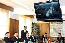 Memorandum o záměru navázat přátelství a spolupráci mezi Havířovem a čínským městem Nanjing podepsali ve čtvrtek na havířovské radnici primátor Daniel Pawlas a vedoucí čínské delegace, která město navštívila.