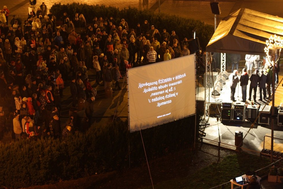 Tradiční společná půlnoční mše několika církví ve 22 hodin v centru Havířova.