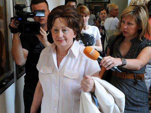 Obžalovaná Kristina Mrózková při příchodu do jednací síně Krajského soudu v Ostravě.